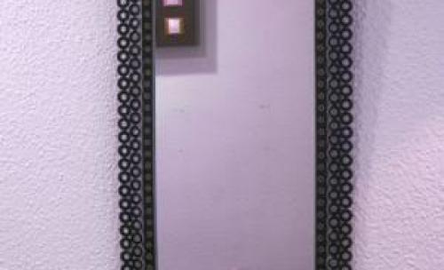 Espejo fabricado en arandelas, a mano.