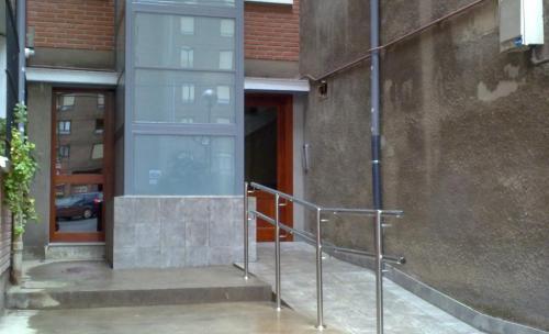 Algorta: Ascensor por el exterior del patio