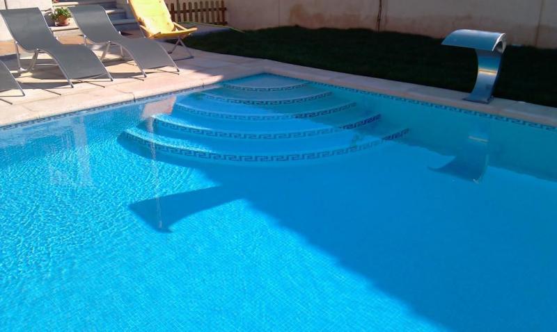 Piscinas amaragua construcci n de piscinas paracuellos for Modelos de piscinas de obra