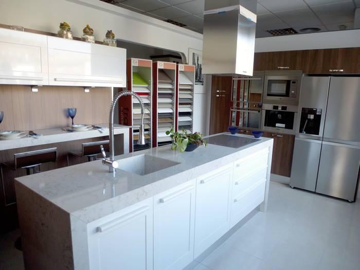 Cocinas Almi, Instalación de mueble, Pinto