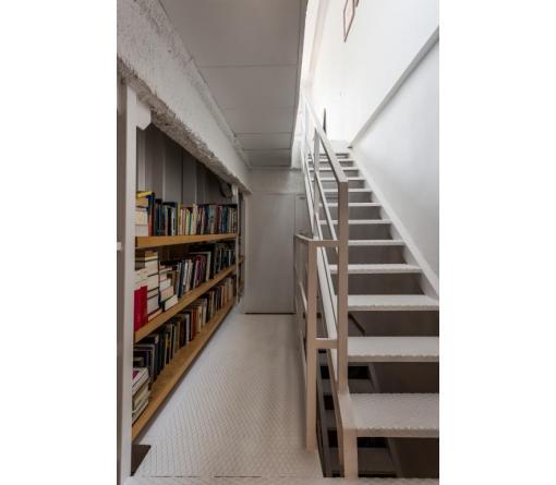 Reforma loft semi industrial de standal reformas integrales - Librerias con escalera ...
